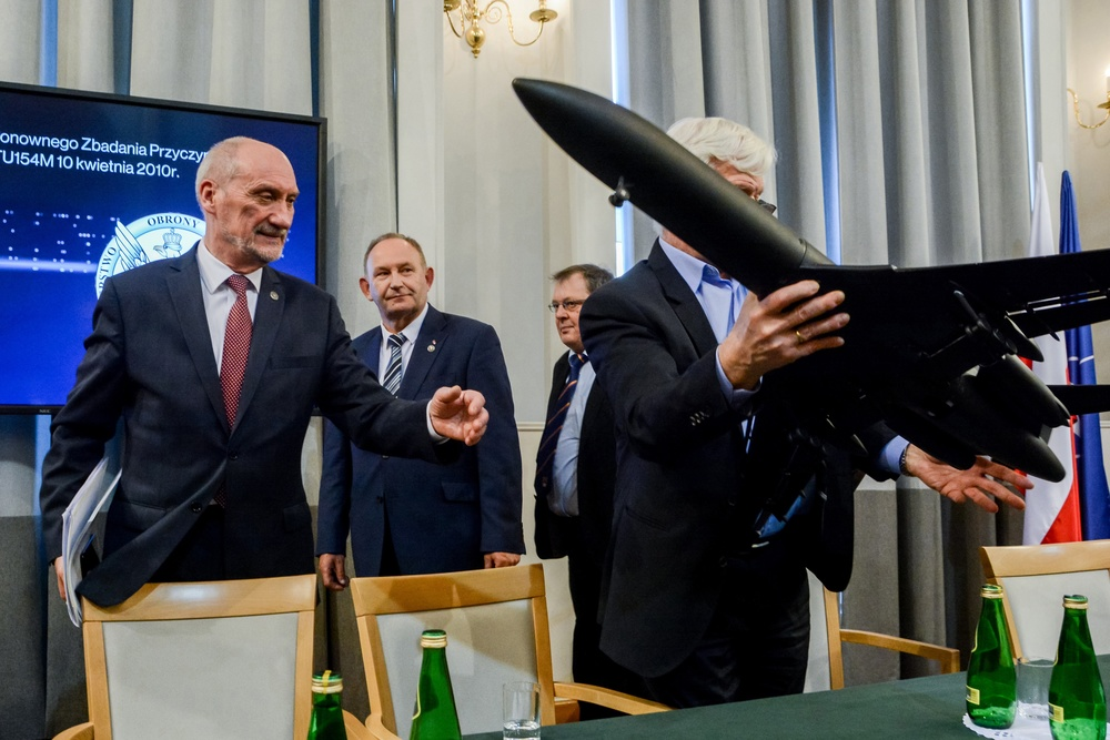 Komisja smoleńska od 9 lat bada katastrofę TU-154 w Smoleńsku