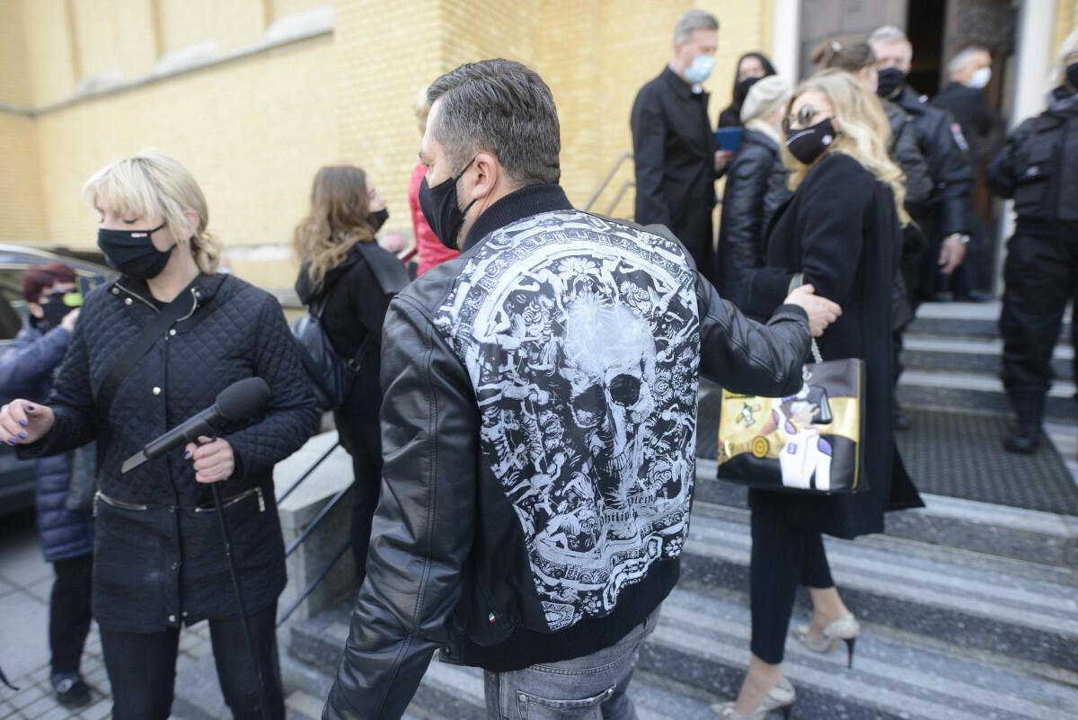Norbi na pogrzebie Krzysztofa Krawczylka w niestosownym stroju