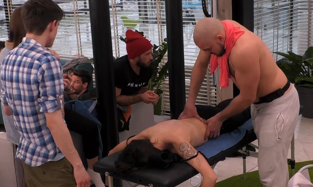 Panowie zafundowali paniom masaż