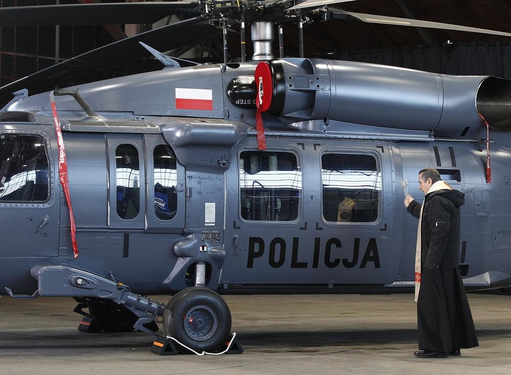 Przekazanie policji smiglowcow S-70i Black Hawk