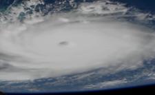 Dorian w USA - nagrania wideo ze środka huraganu