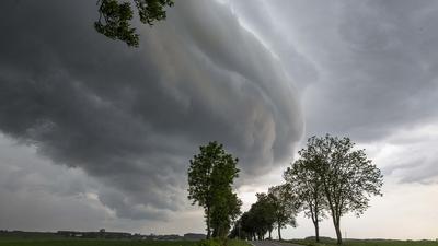Ostrzeżenia IMGW. Gwałtowne burze mogą stanowić zagrożenie