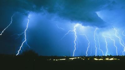 Pogoda we wtorek - IMGW ostrzega, będzie bardzo niebezpiecznie