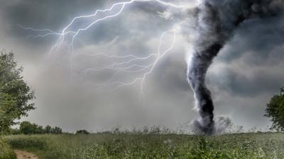 Trąby powietrzne i nawałnice w Polsce! Zabójcza pogoda nadciąga