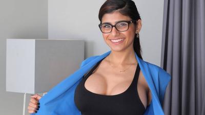 Wielkie piersi i małe zarobki - aktorka porno o seksie za pieniądze