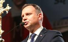 Andrzej Duda radzi sobie jako prezydent śpiewająco czy raczej cienko śpiewa?