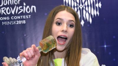 Roksana Węgiel - jej pupa będzie popularniejsza niż jej piosenki?