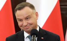 Młodsza siostra Andrzeja Dudy kusi prawicowo. Panie Andrzeju., czemu ją pan ukrywa?