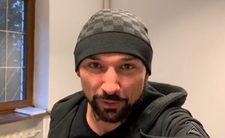 """Vega promuje film """"ostrą"""" Kożuchowską. Fani: """"To kapiszon nie petarda"""""""