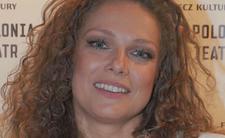 Joanna Liszowska zapomniała bluzki. Świeci biustem na premierze spektaklu