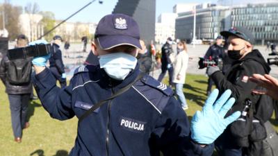 PiS może łamać prawo? Policja ochrania i wybiela polityków