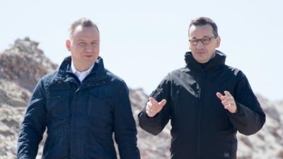 Morawiecki ustawiał zmanipulowane wywiady z Dudą? Ujawnili szokujące maile