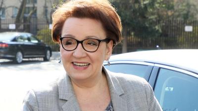 Anna Zalewska zamieszana jest w okradanie PCK z ubrań i jedzenia dla najbiedniejszych?