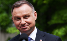 Andrzej Duda gejem? Szokujące wideo