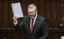 Grzegorz Braun znowu stryże wąsem w Sejmie, ale bez maseczki może sobie pogaworzyć tylko na korytarzu sejmowym