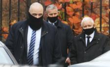 Jarosław Kaczyński jeździ do kościoła w kolumnie policji