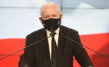 Kaczyński znowu śpiewa hymn Polski. Ale WPADKA, pomylił słowa Mazurka Dąbrowskiego