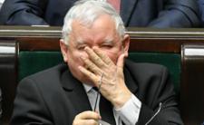 W Polsce epidemia, a chory Kaczyński kaszle na ludzi