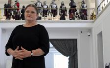 Krystyna Pawłowicz komentuje gigantyczną, graficzną waginę
