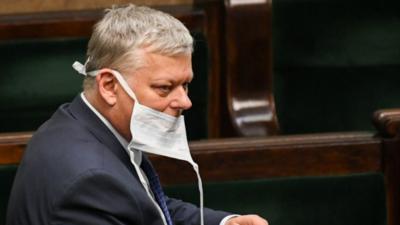 Marek Suski brzydko się bawi. Pokazał na Twitterze intymne zdjęcia koleżanki