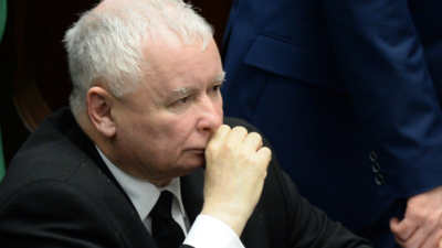Członek PiS puka do Kaczyńskiego nocą. Wszedł chyłkiem