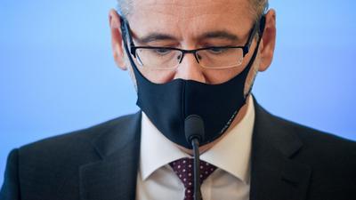 Minister zdrowia ostrzega przed COVID-19