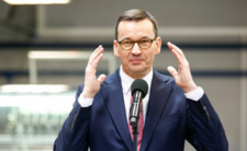 Morawiecki chwali siebie za ratowanie polskich firm