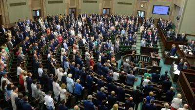 Głosowania w Sejmie po alkoholu? Posłowie kontra procenty