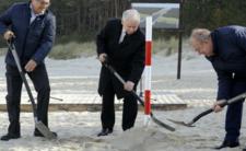 Morawiecki zachęca Polaków do pobierania zasiłku pogrzebowego