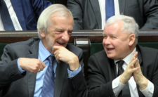 Podatek bykowy w Polsce. Czy PiS ukarze osoby samotne i bezdzietne?