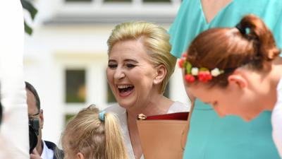 Polacy decydują o pensji pierwszej damy. Poważna różnica zdań
