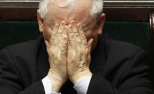 Jarosław Kaczyński załamuje ręce
