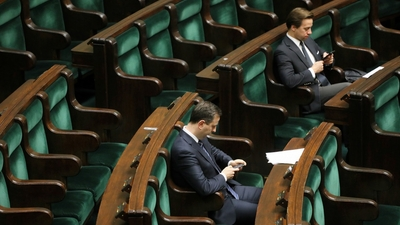 Polacy nie mają za co żyć, a Sejm opływa w pieniądze