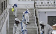 Sejm specjalistycznie zdezynfekowany, a Polacy boją się oddychać