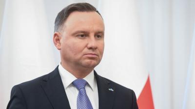 Andrzej Duda w opałach. Goni go Rafal Trzaskowski