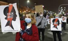 Protest i błyskawica na grobie polityka - Strajk Kobiet przesadza?