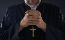 Nastolatka popełniła samobójstwo po śmierci księdza