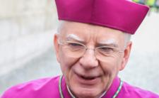 Miłosierny Jędraszewski po katolicku zwalnia samotne matki