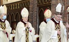 Arcybiskup Henryk Hoser w szpitalu