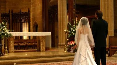 Arcybiskup wydał stanowczy zakaz. Tysiące zrozpaczonych Par Młodych
