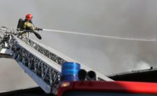Chorzów. Mega pożar hali magazynowej, rośnie RYZYKO SKAŻENIA