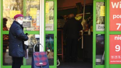 Godziny dla seniorów nie obowiązują w części sklepów