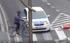 Wypadek na przejściu - rowerzysta kontra samochód