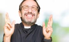 Ponad pół miliona dla 10 księży! A Ty ile dostajesz za nicnierobienie?