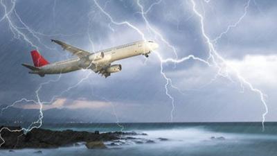 Katastrofa lotnicza zajrzała im w oczy. Piorun trzasnął w samolot