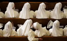 SARS-COV-2 pustoszy zakon. Zakażony ksiądz i kilkadziesiąt zakonnic