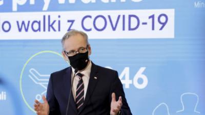 Koronawirus dusi Polskę niczym wąż z Wuhan - Polacy tracą oddech