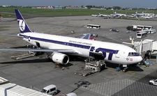 Koronawirus przyleciał do Warszawy. Podejrzenie na pokładzie samolotu LOT