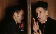 Księża przerażeni koronawirusem. Udzielą sakramentu przez telefon