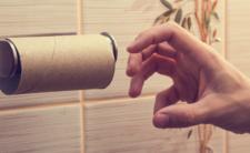 Rolka na głowę? Sklepy wprowadzają limity na papier toaletowy!